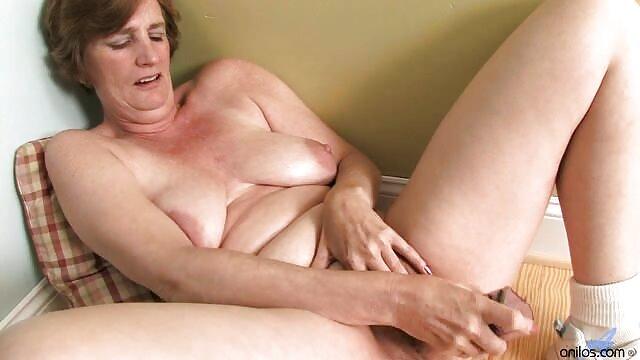 黑色的,米莎布鲁克斯在肛门 妈妈的儿子单独做爱